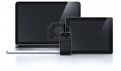 ordinateur portable avec un smartphone et la tablette
